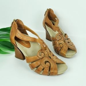 Earthies Domingo Cushioned Leather Heels Sandals